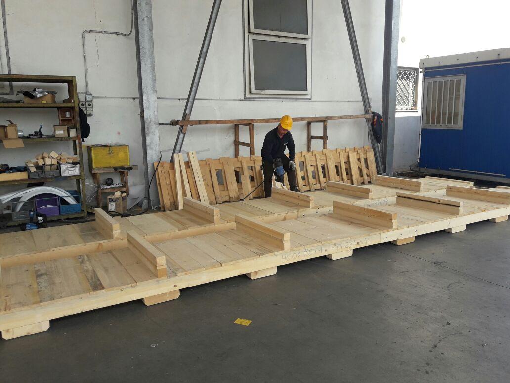 Operaio specializzato in imballaggio legno