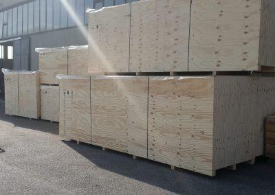 Casse in legno presso lo stabilimento